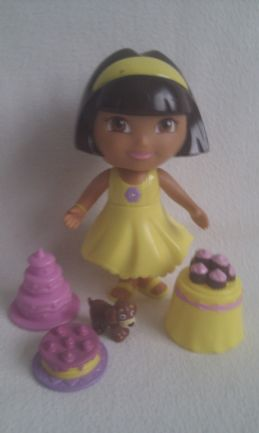 Adorable Dora the Explorer & Accessories Playset